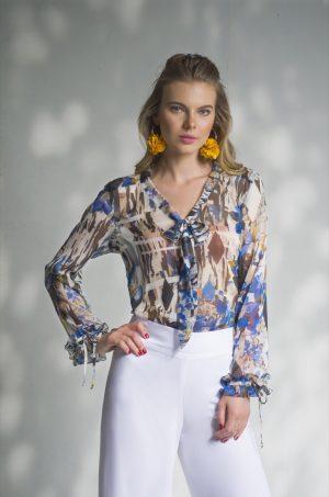 Blusa manga larga con corbatín en escote