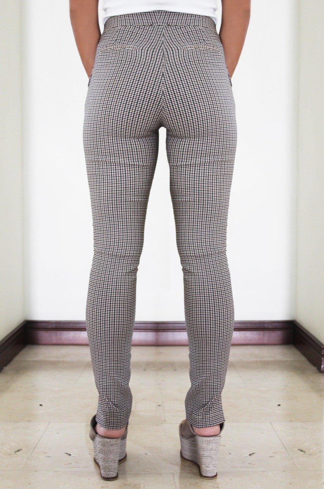 Pantalón-tipo-leggins-con-abertura-en-ruedo-Chazari1336-20