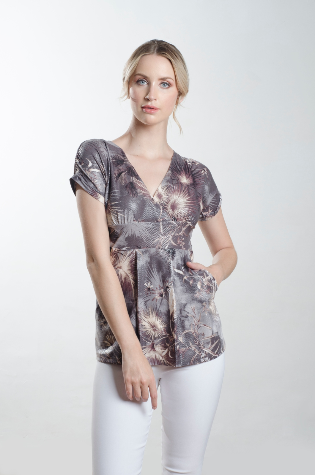 Blusa-escote-cruzado-con-bolsillos-Chazari-4155-21